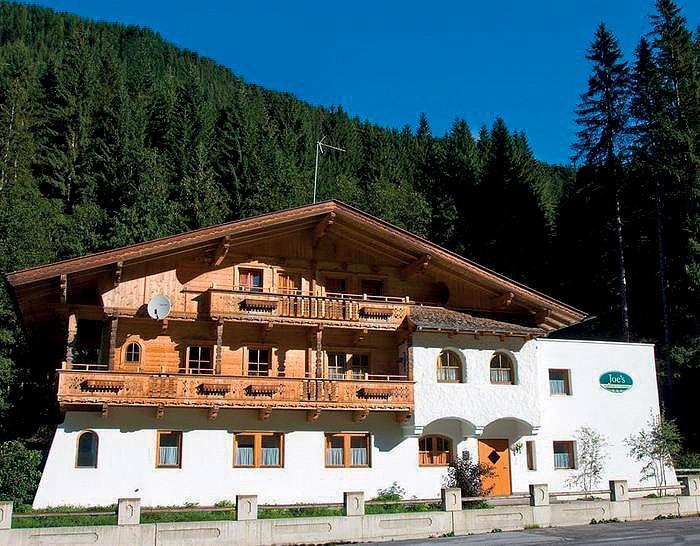 https://img.fischer.cz/hotels/rakousko/tyrolsko/zillertal-arena/apartmanovy-dum-fuerstalm-gerlos-leto/01_ra_zillertal_furstalm_ext01.jpg